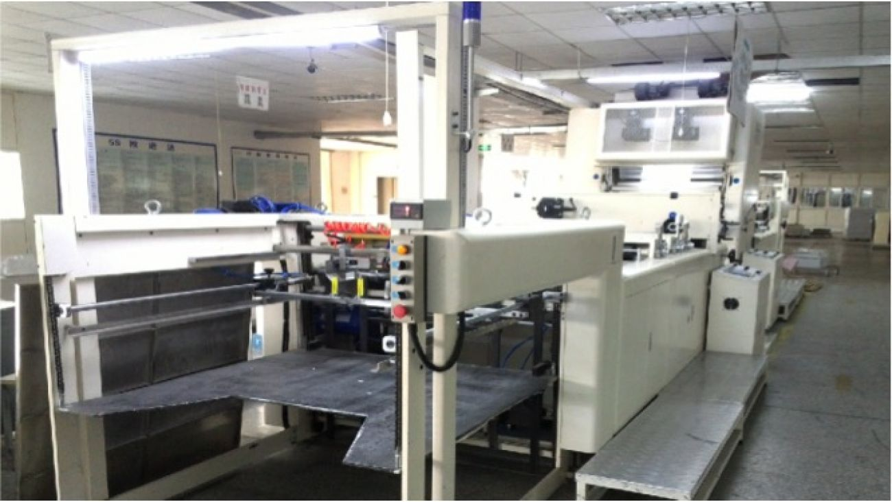 Automatic laminating machine<br>包装设备 - 全自动覆膜机